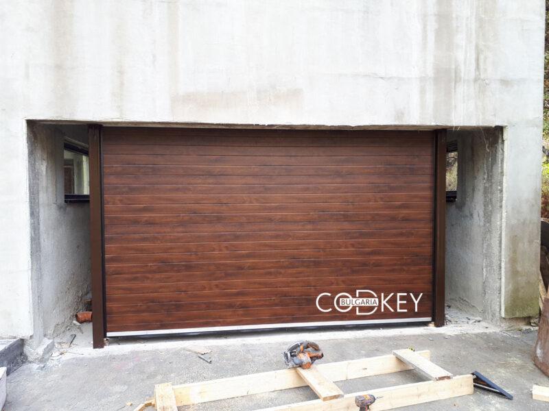 Гаражна секционна врата в село Железница_001