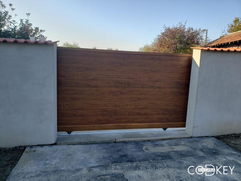 Плъзгаща се дворна врата в село Козар Белене_001