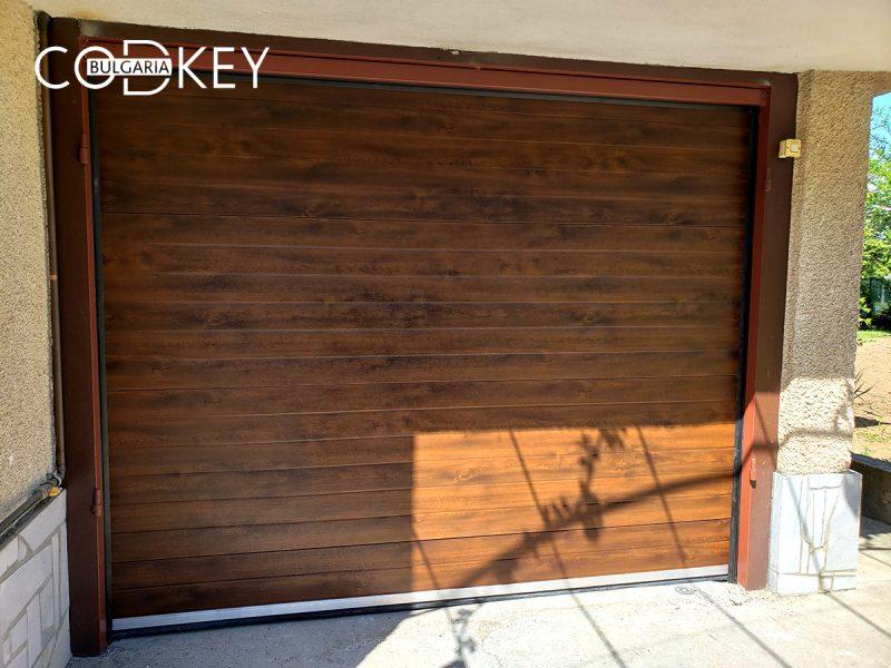 Гаражна секционна врата в Нови Хан 001